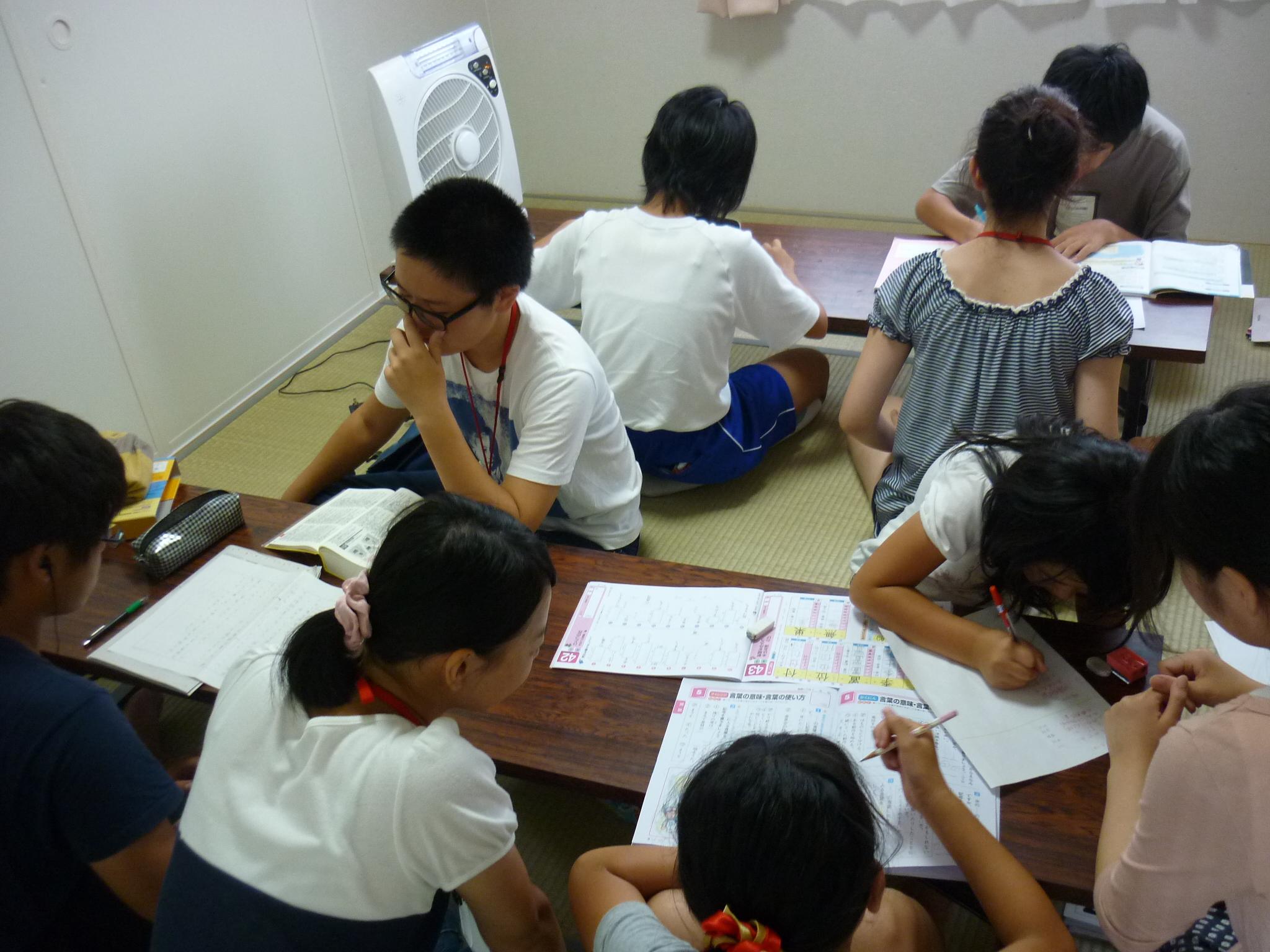 子どもと遊び・学ぶプロジェクト 学習室での自習風景(会津若松市)